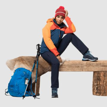 WINTER HIKING OUTFIT WOMEN