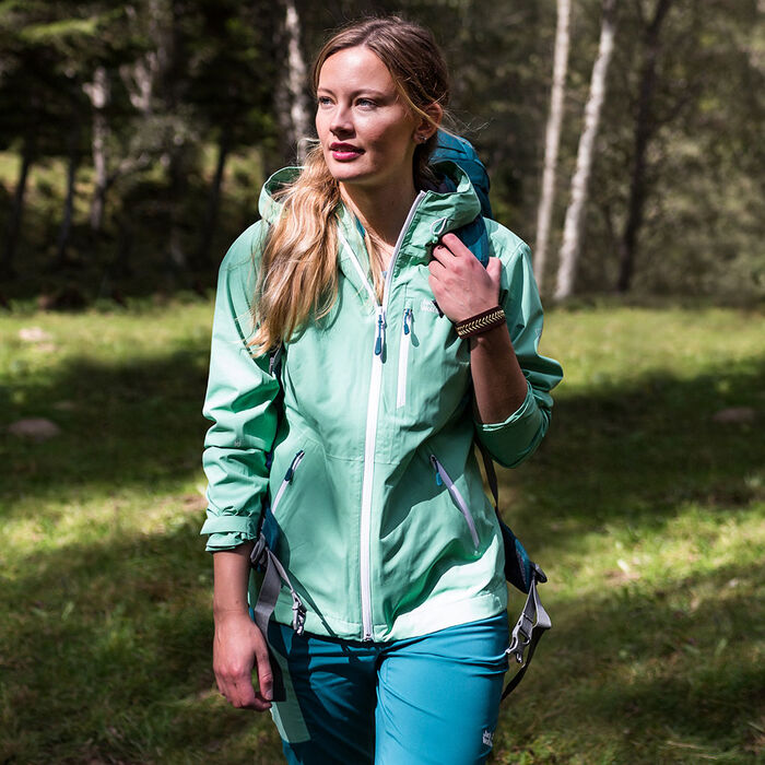 HIKING OUTFIT WOMEN