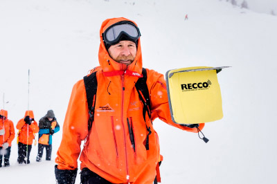 Rescue team on a mission with the RECCO® handheld detector